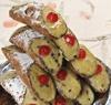 10 Cannoli with Pistachio-Flavored Ricotta
